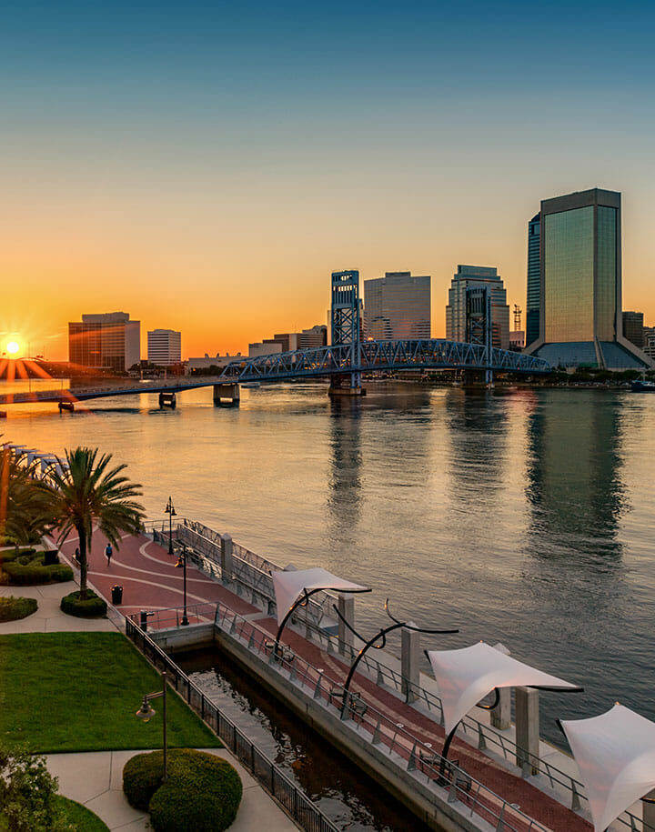 Skyline of Jacksonville, Florida with sun setting in the background